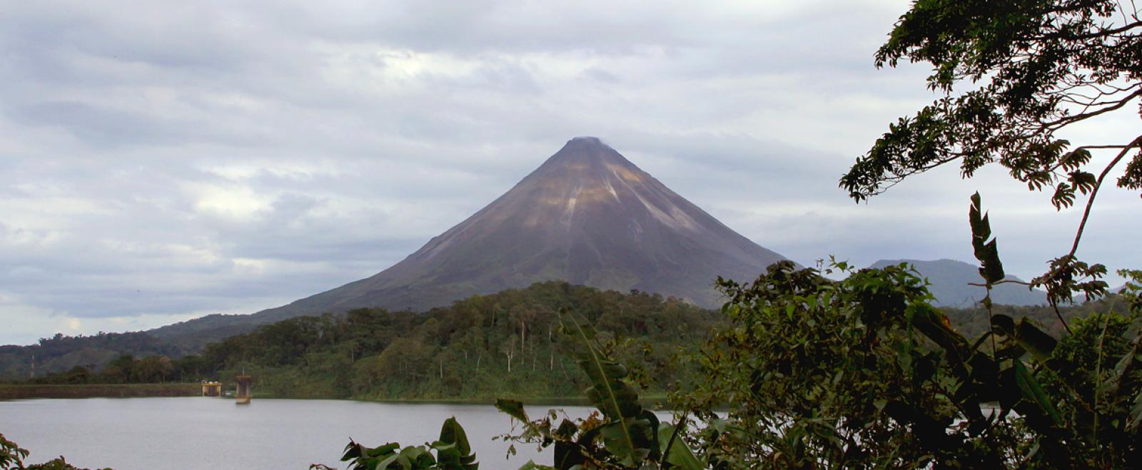 Volunteers on a tailor-made group trip see a volcano on their weekend sightseeing trip.